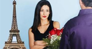 женщина и мужчина с букетом